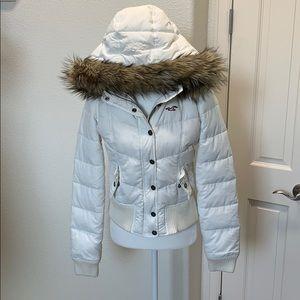 Hollister white puffy jacket fur trimmed hood